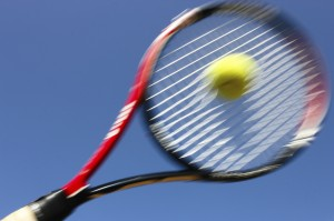 Tennis racquet sweet spot